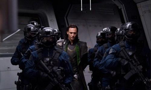 Loki-capturado-por-agentes-S.H.I.E.L.D.-en-Avengers_thumb.jpg