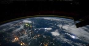 La-tierra-desde-el-espacio_thumb.jpg