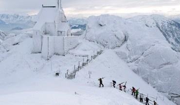 Iglesia-en-Bayrischzell-Alemania-totalmente-cubierta-por-nieve.jpg