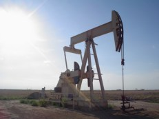 """Oil well"" Flcelloguy at en.wikipedia - Licensed under Creative Commons Attribution-Share Alike 3.0 via Wikimedia Commons -"