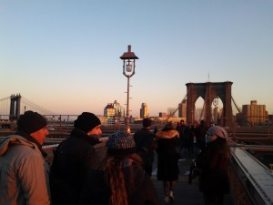 brooklyn bridge crowd new york urban