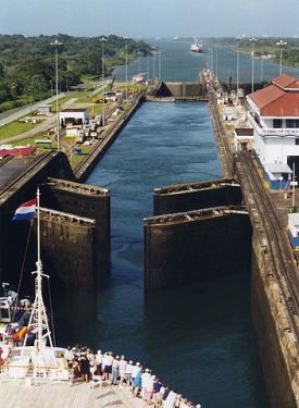"""Panama Canal Gatun Locks opening"" by Stan Shebs. cc 3.0"