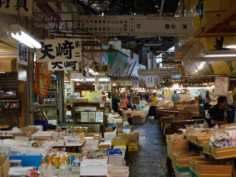 Tsukiji Fish Market, Tokyo - by mhiguera:Flicker