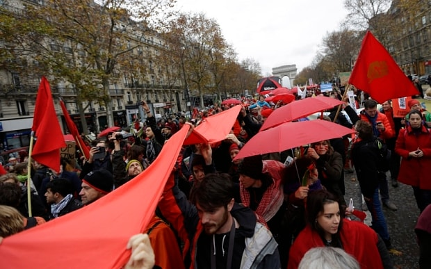 climate-wear-red-paris