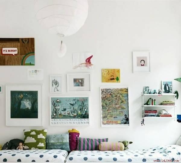 Bên cạnh đó, hãy treo một vài bức tranh để mang đến không khí vui nhộncho căn phòng của lũ trẻ