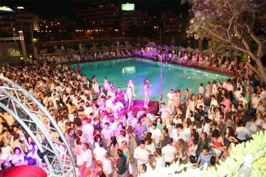 White Night, Hilton pool