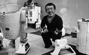 Kenny Baker with R2-D2 costume