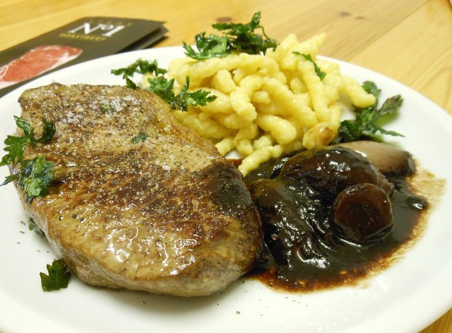 Steak No1 mit Rotweinsoße und Spätzle