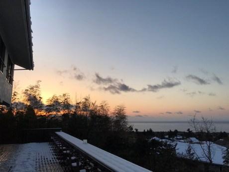雪景色のテラス