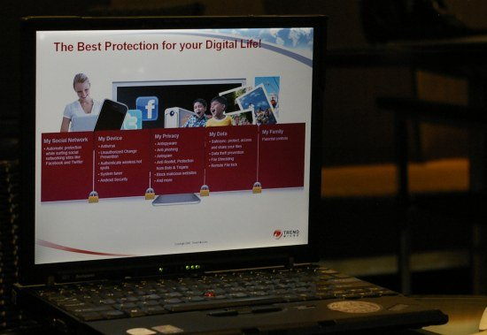 TM04 Trend Micro Titanium Cloud Edition Maximum Security 2012: Solusi Keamanan Berbasis Awan tablet pc software komputer liputan komputer aplikasi android aksesoris komputer komputer acara lokal 