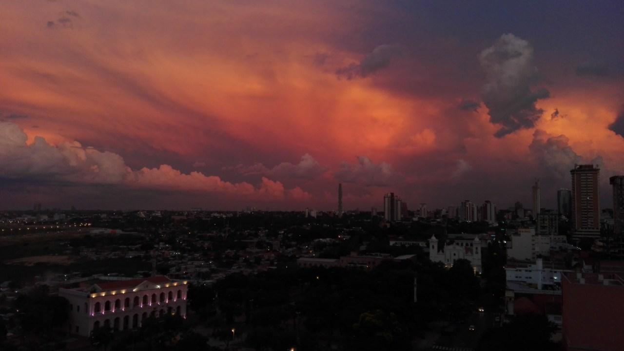 Atardecer en Asunción, Central. Por Stefan Rene González Alen. Con un HUAWEI P8 Lite.