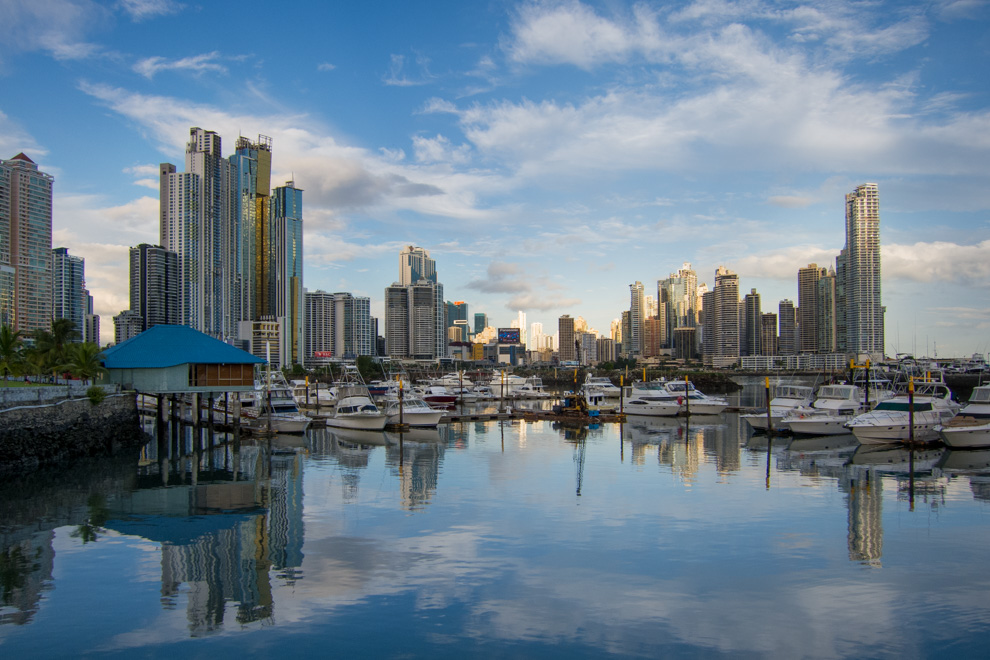 Panamá es la capital de la República de Panamá, de la provincia de Panamá y cabecera del distrito homónimo.Es la ciudad más grande y poblada del país, alcanzando oficialmente los 880.691 habitantes dentro de su municipio y 1.446.792 habitantes en su área metropolitana. (Tetsu Espósito)
