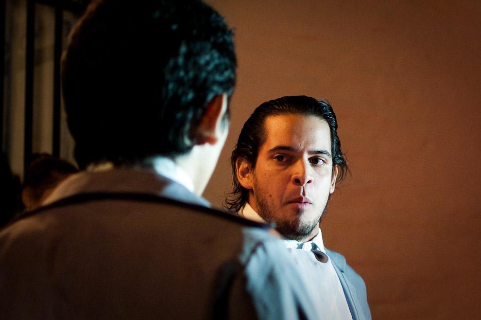 Actuación del joven como Pedro Juan Caballero en el momento decisivo de marchar hasta la casa de los Gobernadores y reclamar la libertad. (Asunción, Paraguay - Elton Núñez)