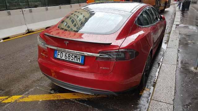 Tesla Model S_Esterni (19)