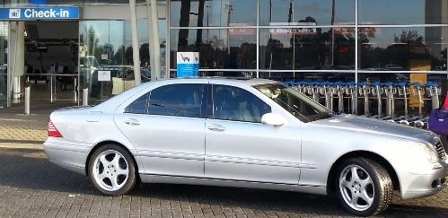 Airport Transfer – Luxury Mercedes Benz sedan