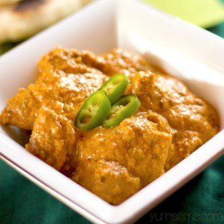 My vegan murgh makhani is a delicious lightly-spiced combination of tangy yoghurt and sweet tomatoes, while the butter and cashew cream give it a decadent richness.  yumsome.com