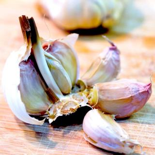 Instead of adding raw or fried garlic to a dish, why not add roast garlic instead? Creamy, rich, and with just a hint of sweetness, it's great on toast too! | yumsome.com