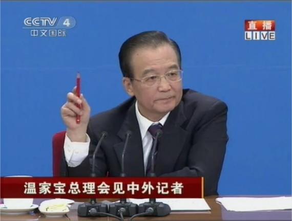 """El momento en el que Wen Jiabao """"invita a reflexionar"""" al gobierno de Chongqing."""