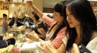 Casa para vacaciones, 2.000 euros al mes, haber vivido en el extranjero... un internauta pone el listón muy alto al hablar de la clase media china.