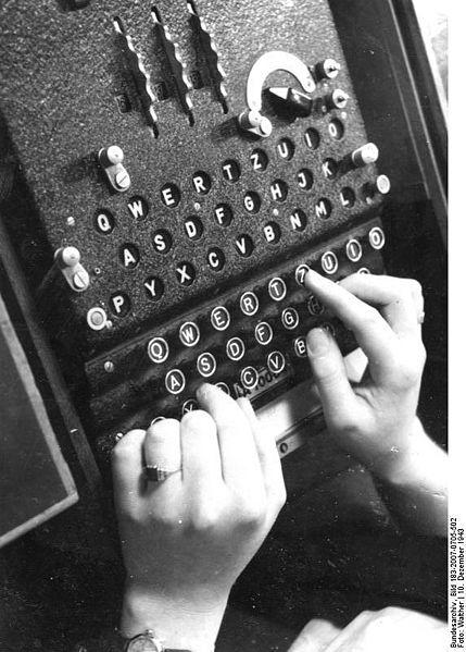 האניגמה. צילום משנת 1943 (ויקישיתוף)