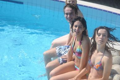 Napustili jste bazén a ve vodě se tvoří bělavý zákal?