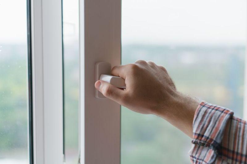 Prověřená firma na mytí oken. Výškové práce čištění fasád Praha
