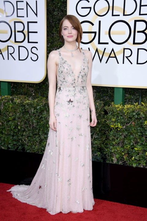 BEVERLY HILLS, CA - JANUARY 08:  Emma Stone attends the 74th Annual Golden Globe Awards at The Beverly Hilton Hotel on January 8, 2017 in Beverly Hills, California.  (Photo by Venturelli/WireImage)