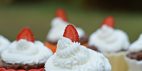 Bring your muffins etc to life with easy to make fresh cream frosting...