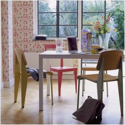 stół-biały-klorowe-krzesła-kolor-w-mieszkaniu