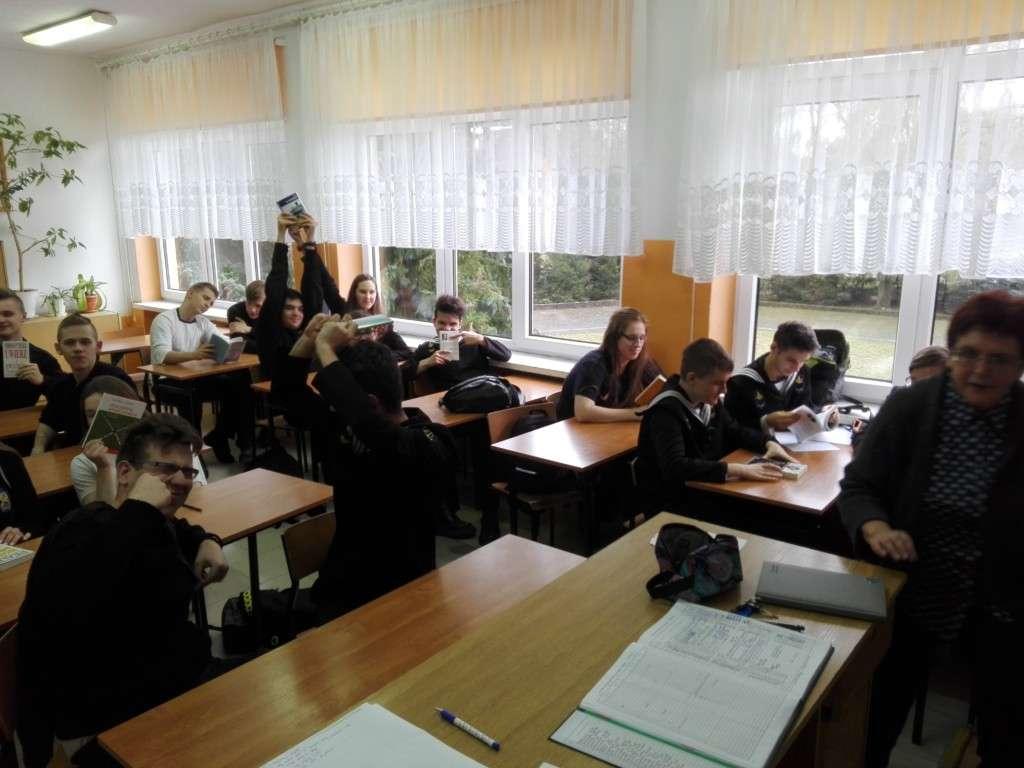 """NPRCz: Projekt """"Wychowanie przez czytanie"""" w klasie 2Ti"""