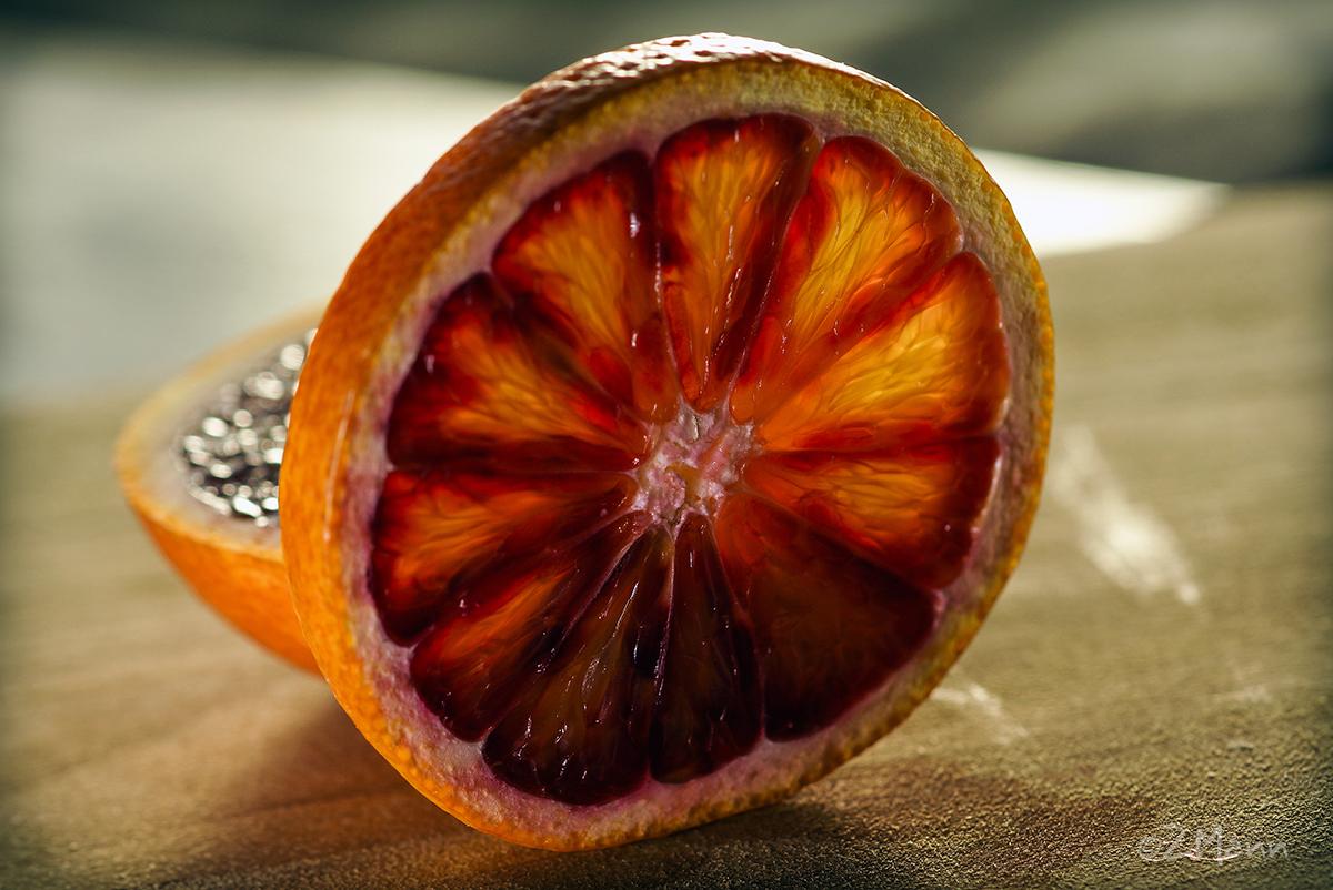 z widokiem na stół   czerwone pomarańcze