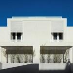 Front View (Images Courtesy FG + SG – Fotografia de Arquitectura)