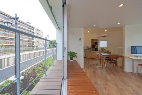 Balcony & bench