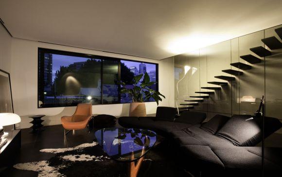 Living room in night (Images Courtesy Trevor Mein)