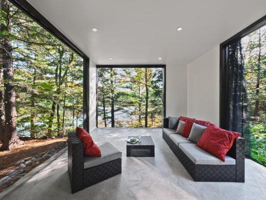Screened Porch (Image Courtesy Photolux Studios)