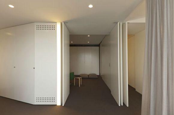 Guest room & Hall, sliding panel closed (Image Courtesy Brett Boardman)