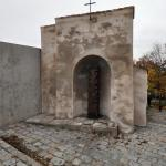 "Intervention. reconstruction of the wall chapel, supplemented with a contemporary sculpture, ""The Crucifixion"" (Boží muka). 2011. Copyright: MCA atelier s.r.o."