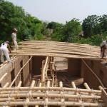 Constructing the ceiling (Photo: Roswag Architekten)