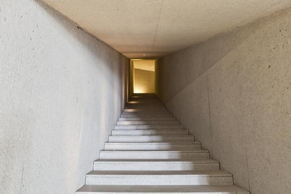 Access staircase to the wine cellar (Image Courtesy Alberto Plácido 2010)