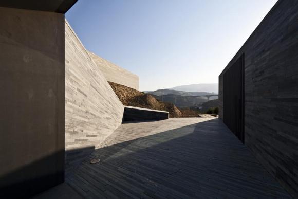 Reception entrance overallview (Image Courtesy Alberto Plácido 2010)
