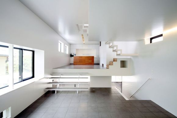 View of living room and dinning room (Image Courtesy Nagaishi Hidehiko)