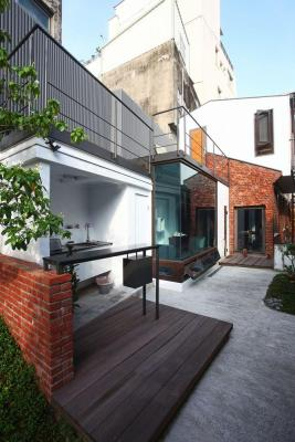 Original utility room changed to the open-air bar area : Image Courtesy Tsai Tsung-Sheng