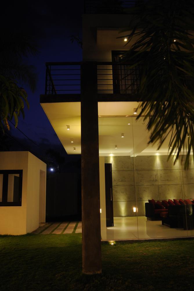 Ajantha ravi house in moratuwa sri lanka by architect pradeep for Sense of space architecture
