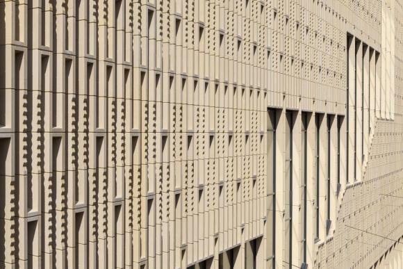 Facade detail, Image Courtesy scagliolabrakkee / © Neutelings Riedijk Architects