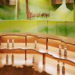 Wavy contour shelf(wooden), Image Courtesy © Atsushi ishida