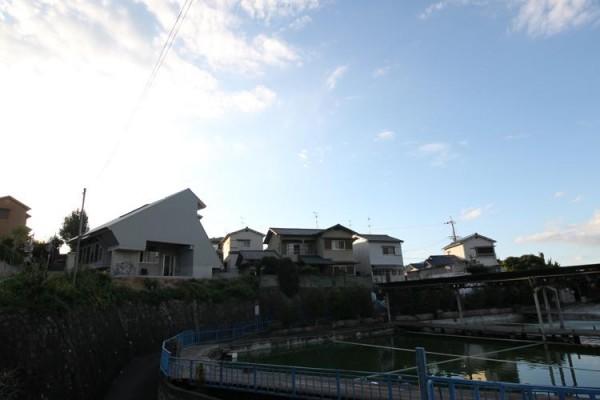 overall view from east, Image Courtesy © Kikuma Watanabe