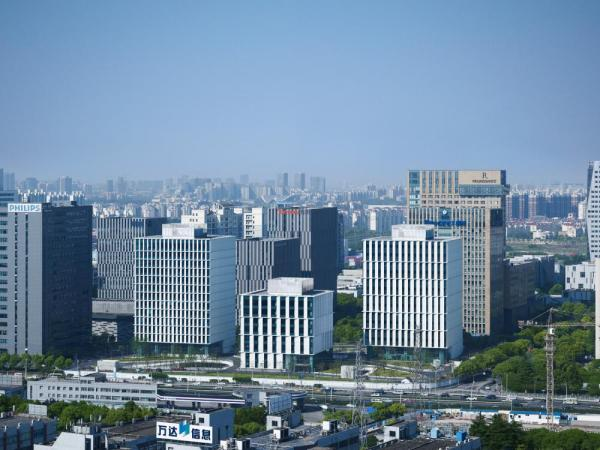 panoramic view of building complex, Image Courtesy © Christian Gahl