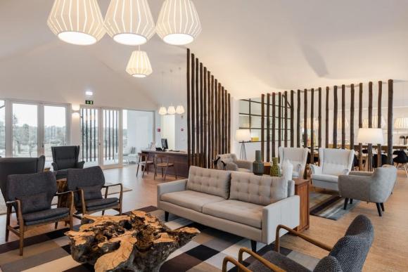 Lounge and dining room , Image Courtesy © João Morgado
