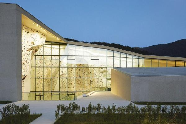 The glazing of the lead climbing area, Image Courtesy © Rene Riller