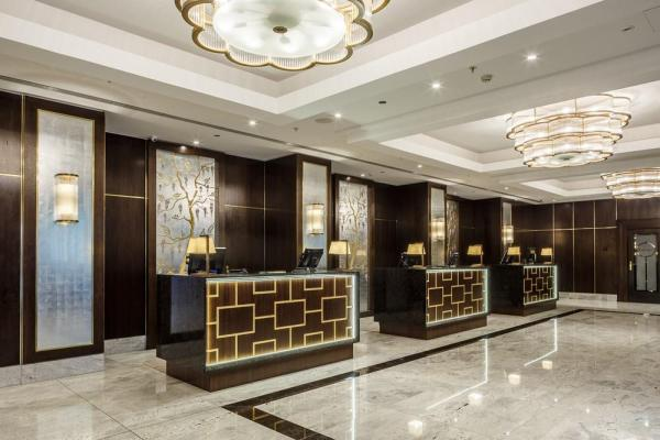 Hilton Hotel Budapest, lobby and reception, Image Courtesy © Gareth Gardner